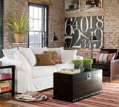 wohnzimmer country style unverputzte ziegelmauer weißes polstersofa