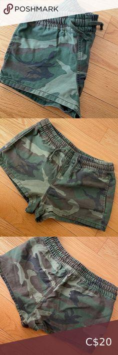 TNA shorts Size S Perfect condition Aritzia Shorts Navy Blue Shorts, Khaki Shorts, Lace Shorts, White Shorts, Zara Denim Jacket, Polka Dot Maxi Dresses, Tie Dye Shorts, White Beige, High Waisted Shorts
