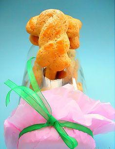 ….ο φούρνος θα τα ψήσει το σπίτι θα μυρίσει!!!! Υλικά 1 πακέτο ΒΙΤΑΜ 1 1/2 κούπας ζάχαρη 3 αβγά και 1 ασπράδι 3 βανίλιες 4 κούπες αλεύ... Cookie Recipes, Snack Recipes, Snacks, Greek Cooking, Greek Recipes, Christmas Cookies, Cool Words, Dinosaur Stuffed Animal, Chips