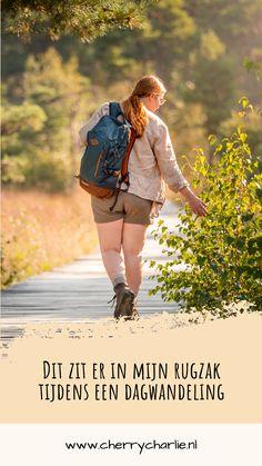 Ik vind het heerlijk om lange wandelingen te maken. En hoe langer en verder je van huis bent, hoe meer je mee moet nemen. Simpelweg voor je eigen veiligheid, om niet zeiknat te regenen, oververhit of onderkoeld te raken. Dit neem ik allemaal mee in mijn rugzak tijdens een dagwandeling, zoals bijvoorbeeld een Roots etappe. Lifestyle Blog