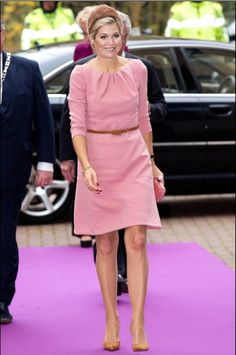 Queen Máxima opened 3 innovative operating rooms in the Medical Innovation & Technology Expert Center (MITEC) of the Radboud University Nijmegen Medical Centre in Nijmegen on November Casual Wear, Casual Outfits, She Is Gorgeous, Beautiful, Style Royal, Royal Beauty, Queen Maxima, Royal Fashion, Pretty Outfits