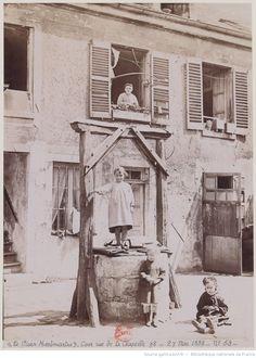 1888 - Paris, Vieux Montmartre, cour rue de La Chapelle - Photo Henri Naudet
