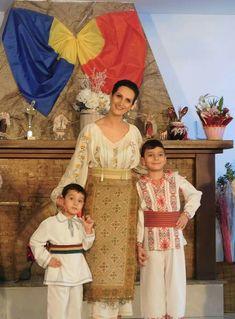 Romania, Sari, Costumes, Fashion, Crystals, Saree, Moda, Dress Up Clothes, Fashion Styles