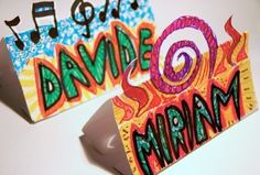 Make name place cards for week of school. Name Tag For School, 1st Day Of School, Beginning Of School, Art School, School Ideas, Easy Crafts For Kids, Art For Kids, Classroom Name Tags, Name Tent