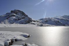 El Lago Ercina helado en Febrero 2012