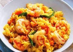 Gebakken rijst met scampi en spekjes