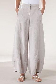 Trousers Briony. Oska brand. Made from a linen blend.: