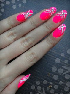 Ida-Marian kynnet / Neon polish with white and silver details / #Nails #Nailart