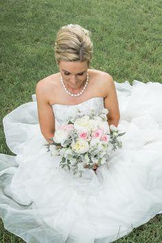 Brides And Bridesmaids, Real Weddings, Bouquet, Wedding Dresses, Beautiful, Fashion, Bride Dresses, Moda, Bridal Gowns