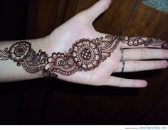 http://www.apnatalks.com/latest-very-beautiful-mehendi-design-for-girls-latest-mehendi-designs/