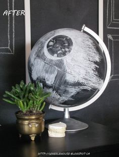 17 Galatic DIYs Your Star Wars Obsessed Kid Will Be Begging You To Make. An awesome Death Star chalkboard globe 17 Galatic DIYs Your Star Wars Obsessed Kid Will Be Begging You To Make. You can't escape it.Star Wars mania is unleashed. Geek Decor, Decoracion Star Wars, Star Wars Zimmer, Deco Gamer, Star Wars Bedroom, Star Wars Room Decor, Geek Bedroom, Bedroom Boys, Diy Bedroom