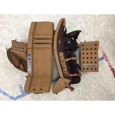 Awesome retro-vintage Vaughn Velocity setup in cali-tan custom made for Casen Janko, Matignon High School Hockey Goalie Gear, Hockey Pads, Goalie Mask, Sports Teams, Cali, Cool Stuff, Stuff To Buy, Retro Vintage, High School