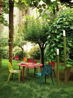This Coalesse table & chair set brightens up any outdoor space