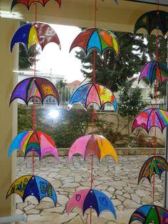 Μόμπιλ από ομπρέλες για την πόρτα του Νηπιαγωγείου