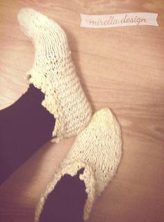 Weihnachtsgeschenk: Hausschuhe aus Schafwolle Handknitted shoes. #knit #shoes #wool