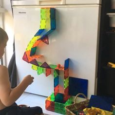 Challenge your little ones to a magnetic tile ball run. Quite tricky and great for team building activities in the classroom. Toddler Learning Activities, Team Building Activities, Preschool Activities, Preschool Graduation, Toddler Fun, Reggio Emilia, Christmas Activities, Preschool Crafts, Magnets