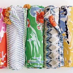 Sarong, Sundress, Scarf, or Beach Blanket.Love this multi-use beautiful Pareo. Cute Crafts, Diy Crafts, Beach Color, Textiles, Hand Art, Beach Blanket, Fabulous Fabrics, Playing Dress Up, Textures Patterns