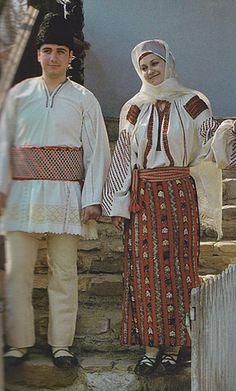 Ramnicu Sarat Folk Clothing, Medieval Clothing, Popular Costumes, Costumes Around The World, Folk Costume, Eastern Europe, Ethnic Fashion, Traditional Dresses, Anthropologie
