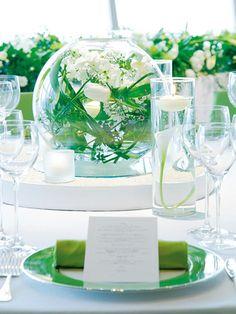 グリーンとホワイトを基調にしたテーブル・コーディネイト テーブルクロスとナプキンは計10色、ショープレートは計5色を用意。好みの色を選んで。(グランド ハイアット 東京)