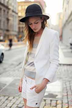 BLAZER Our girl Leslie Kirchhoff in the style on le fur coat blog