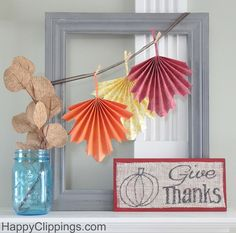 DIY Give Thanks Burlap Sign  | HappyClippings.com