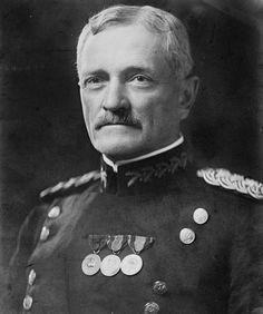 Archivo:General John Joseph Pershing head on shoulders.jpg