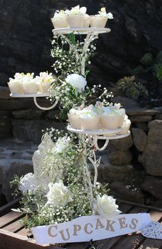 Cupcake stands & displays to suit your wedding Cupcakes are an increasingly popular alternative to a more traditional cake, more so today than ever. Although the basic cupcake remains the same,…
