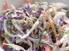 La ensalada de repollo y manzana verde es una variante de la tan conocida coleslaw, pero en vez de la mayonesa y el repollo blanco, cambiamos la base por...