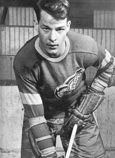 Gordie Howe, 18 years old. 1948