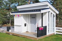 Leikkimökki, esimerkki Outside Playhouse, Backyard Playhouse, Build A Playhouse, Backyard Playground, Kids Outdoor Spaces, Outdoor Rooms, Cubby Houses, Play Houses, Playhouse Interior