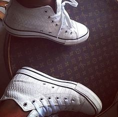 Converse--- are these snake skin??!!??.. I just #vomited!! #sick where do I get these???