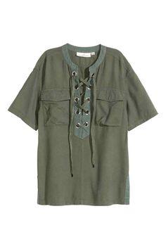 Inspiration Style // blouse kaki à lacets by H&M