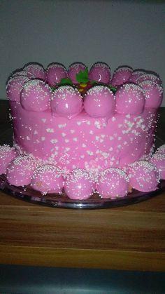 Dort s jahodovým želé, krémem z mascarpone a poleva mirror recept - TopRecepty.cz Birthday Cake, Desserts, Food, Mirror, Mascarpone, Tailgate Desserts, Deserts, Birthday Cakes, Essen
