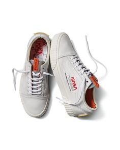 Vans x Nasa Old Skool Space Voyager True White Size 11 Old School Vans, Vans Old Skool, Running Sneakers, Running Shoes For Men, Mens Fashion Shoes, Sneakers Fashion, Moda Sneakers, Sneakers Adidas, Vans Shoes