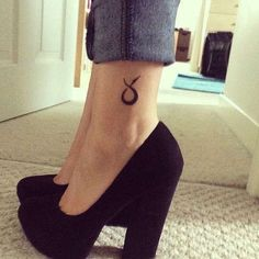 Tatuajes de signos del zodiaco: Fotos de ideas - Tatuaje de toro en el tobillo