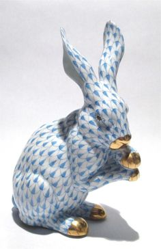 HEREND HUNGARY HAND PAINTED FISHNET BUNNY RABBIT FIGURE PORCELAIN GOLD DETAIL #HEREND