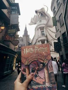Uploaded by Brittany Pettit. Find images and videos about book, harry potter and hogwarts on We Heart It - the app to get lost in what you love. Mundo Harry Potter, Harry Potter Books, Harry Potter Love, Harry Potter World, Draco Y Hermione, Hermione Granger, Hogwarts, Slytherin, Harry Potter Aesthetic