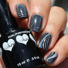 Colores de Carol: ÜberChic Beauty Op Art Magic. These nails POP and are so much