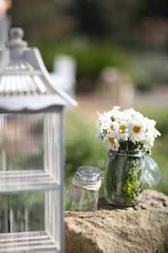 #ThingsWomenWant Fresh Cut Daisies in a simple Mason Jar, at least that's what this lady wants!