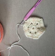Frauen – Hexagonal Autumn Cardigan Recipe – Strickmodelle – My Strictmuster Crochet Bodycon Dresses, Easy Crochet Projects, Blouse Models, Crochet Jacket, Crochet Motif, Knitted Hats, Diy And Crafts, Crochet Earrings, Elsa