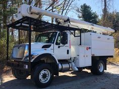 Altec boom on Truck was just Inspected and passed with flying colors (ANSI/Dielectric). Altec Double Over Center Boom. 2009 International Hydraulic Tool Outlets at Bucket. Verde Island, Lawn Equipment, Open Trailer, Weather Conditions, Cool Suits, Bucket, Trailers, Motors, Trucks