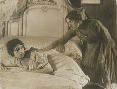 BARRABAS - Avec Blanche Montel et Alice Tissot dans le film de Louis Feuillade, 1919 [...], Photographies de Cinéma pour Tous à Artprecium | Auction.fr
