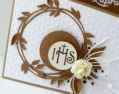 Moje tegoroczne zaproszenia komunijne to połączenie białego i kraftowego papieru jako tła dla tekturek.                                     ... First Communion Cards, Holy Communion Invitations, Communion Gifts, First Holy Communion, Diy And Crafts, Paper Crafts, Keepsake Boxes, Quilling, Cardmaking
