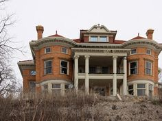 Amazing but unlivable would take min. $150,000 to renovate. Mansion in Davenport, Iowa Perched high upon the Mississippi bluff, many of this 1901 homes original details – light fixtures, elegant moldings and tiled fireplaces – remain intact.
