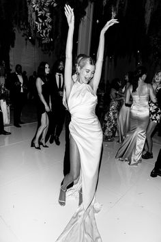 Celebrity Wedding Dresses, Dream Wedding Dresses, Celebrity Weddings, Celebrity Wedding Photos, Ralph & Russo, Hailey Bieber Wedding, Hailey Baldwin Wedding Dress, Mode Ootd, Wedding Goals
