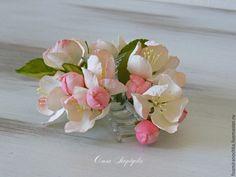 Купить Заколка-краб с яблоневым цветом из фоамирана - белый, яблоневый цвет, зажим с цветами