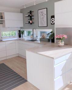 G o d k v e l d 🌿 Håper dere har hatt en fin dag💛 Nå skal jeg en liten t. Home Decor Kitchen, Interior Design Kitchen, New Kitchen, Home Kitchens, Kitchen Dining, Kitchen Cupboard, Kitchen Modern, Casa Mix, Cuisines Design