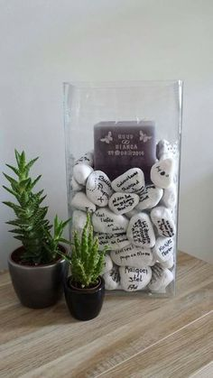 Hochzeit- I live this a momento from the wedding guests to the bride and groom stones collected from the wedding site with messages to the bride and groom💗 Wedding Signs, Wedding Favors, Our Wedding, Dream Wedding, Lake Wedding Ideas, Lake Wedding Decorations, Alternative Wedding, Wedding Guest Book, Rustic Wedding