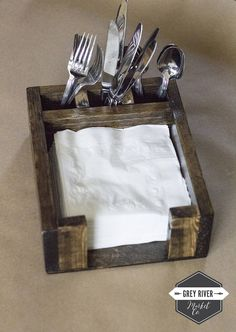 LARGE Napkin Holder for Inch Square Napkins / Bar Caddy / Straw + Napkin Holder / Napkin Box / Wood Caddy or 2 Dividers) Small Wood Projects, Scrap Wood Projects, Woodworking Projects Diy, Pallet Crafts, Wooden Crafts, Deco Cafe, Wood Napkin Holder, Diy Holz, Diy Pallet Furniture
