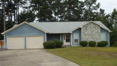 Great three bedroom two bath home in old Hunters Creek. Just minutes to Camp Lejeune, area beaches, shopping and restaurants. Neutral tones throughout the main living areas and bedrooms makes it easy to move right in without your personal belongings clashing with the home. There is a dining area open to the kitchen that can be utilized as a family room if preferred and of which also features a fireplace that is for decoration only and cannot be used. The two car garage is great for unloading…